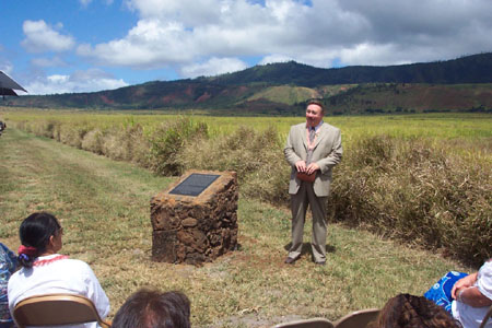 Kim R. Wilson, chairman of the MHSF speaking to the people gathered for the Palawai Pioneers Monument commemoration ceremony.  Photo courtesy Fred Woods
