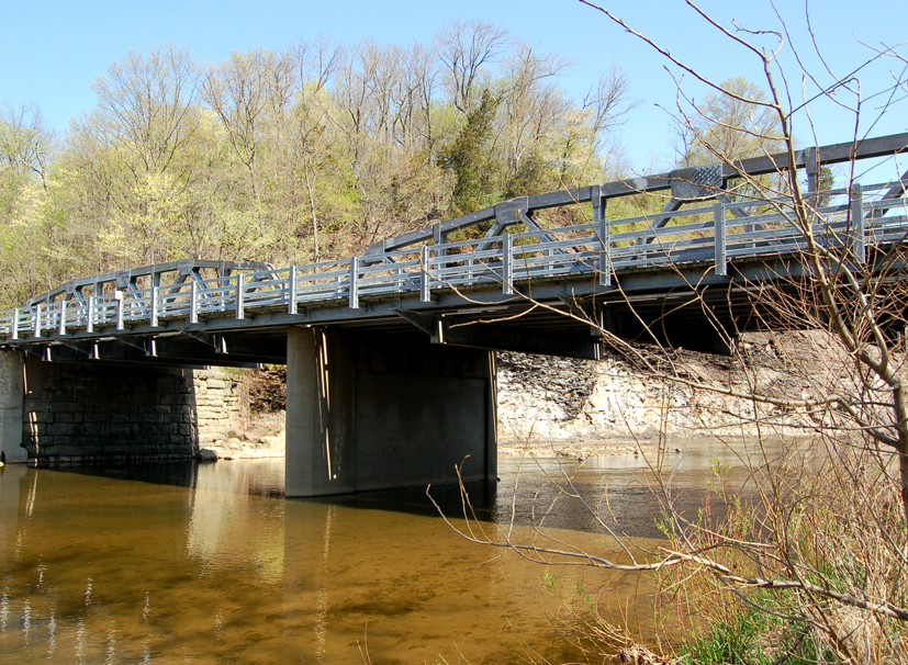Bridge over the Vermilion River. Photo (2006) by Kenneth Mays.
