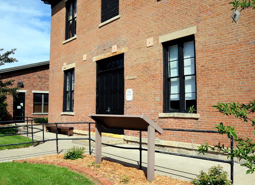 Keosaugua Courthouse, Van Buren County, Iowa. Photo by Kenneth Mays.